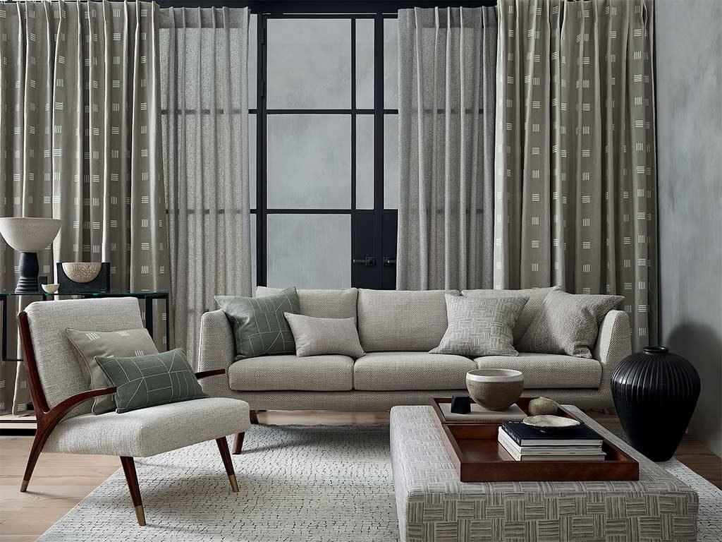 tende grigie divano poltrona
