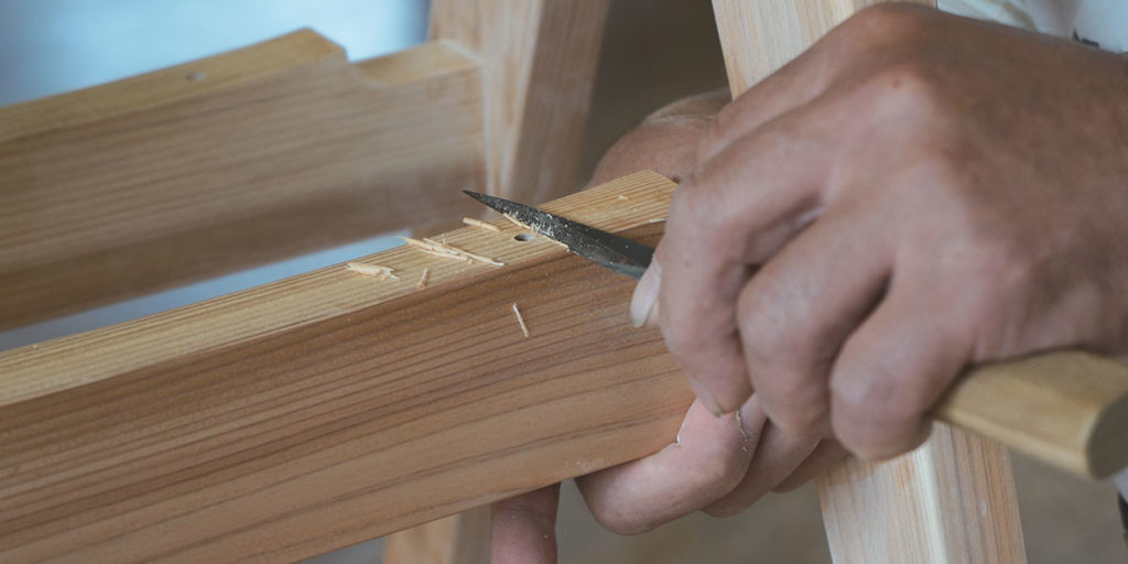 artigiano lavora legno mano