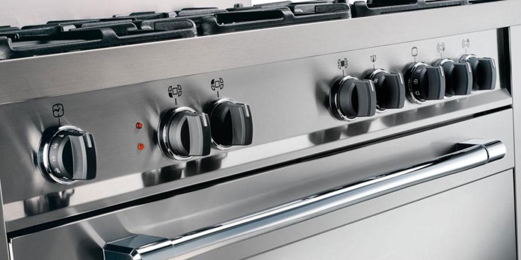 cucina acciaio manopole nere