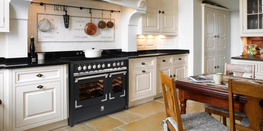 cucina libera installazione nero
