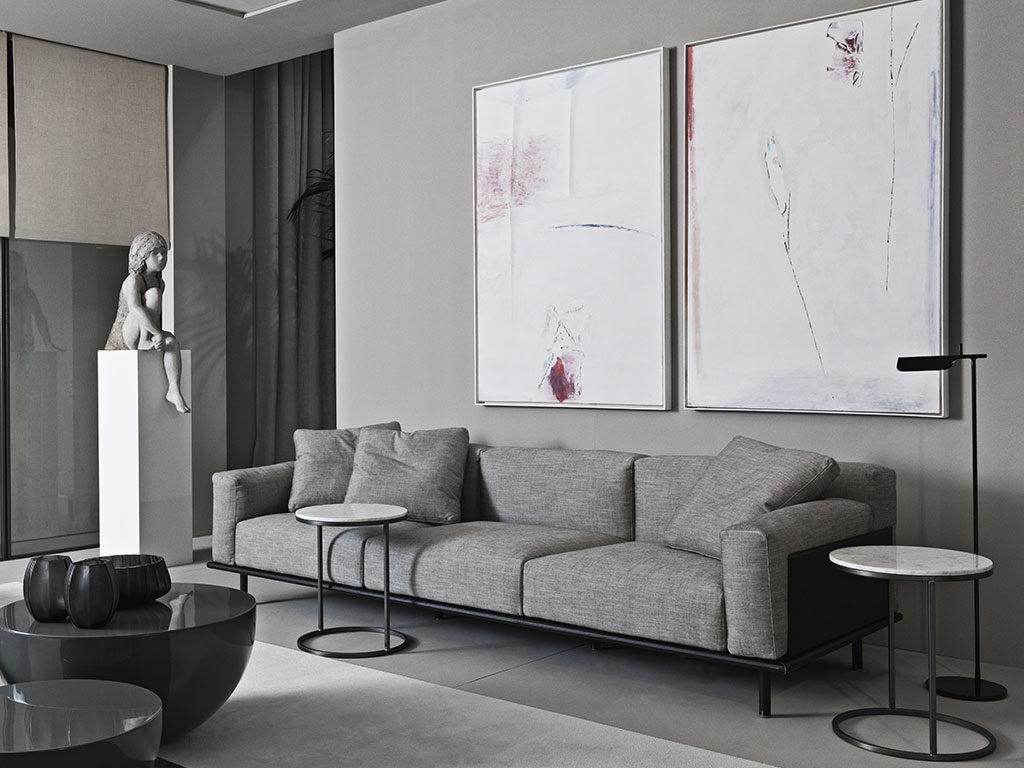 divano grigio telaio nero