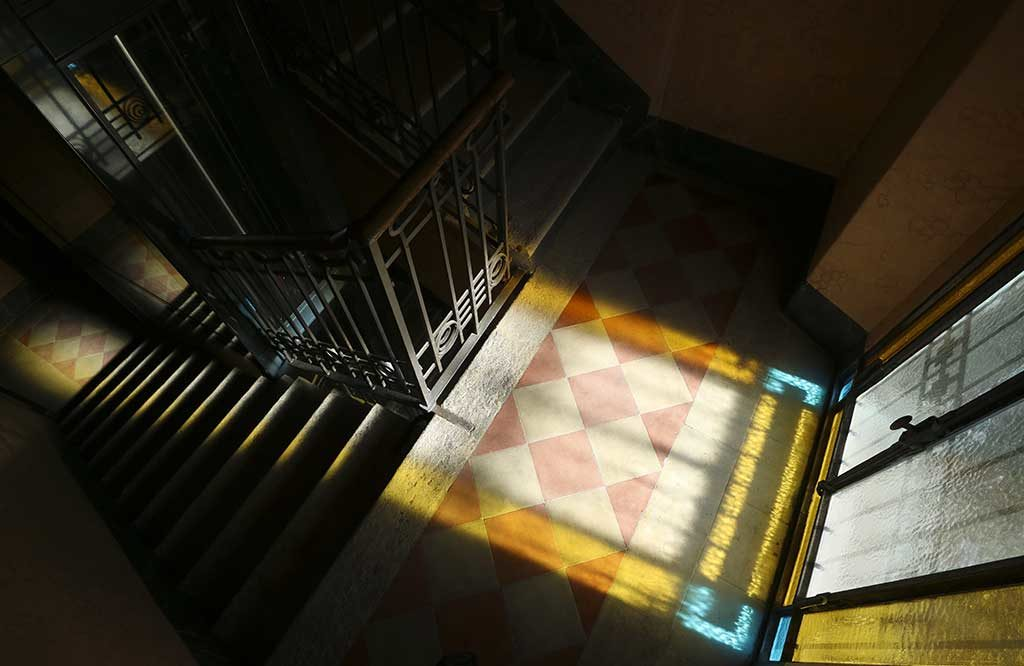 scale interno palazzo liberty