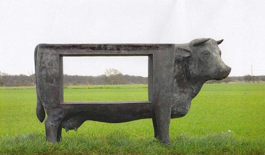 mucca scultura cornice