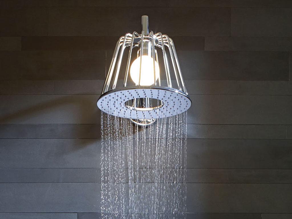 soffione doccia e lampada