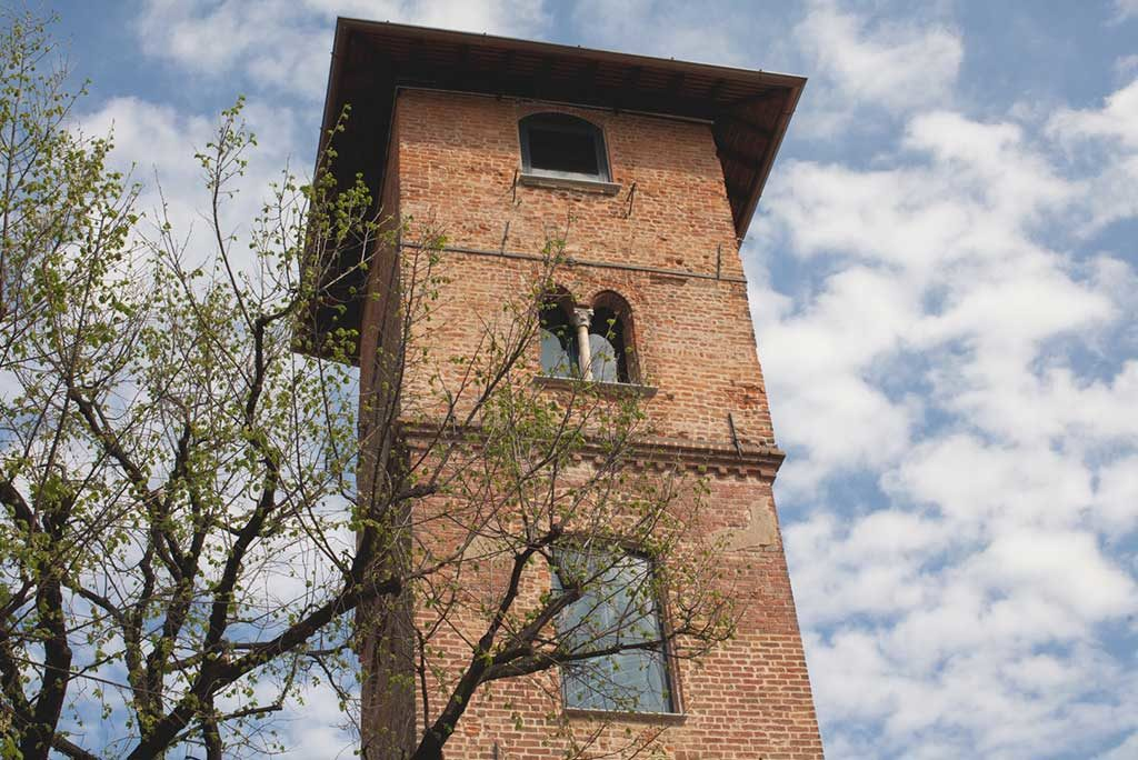 campanile bifore mattoni rossi