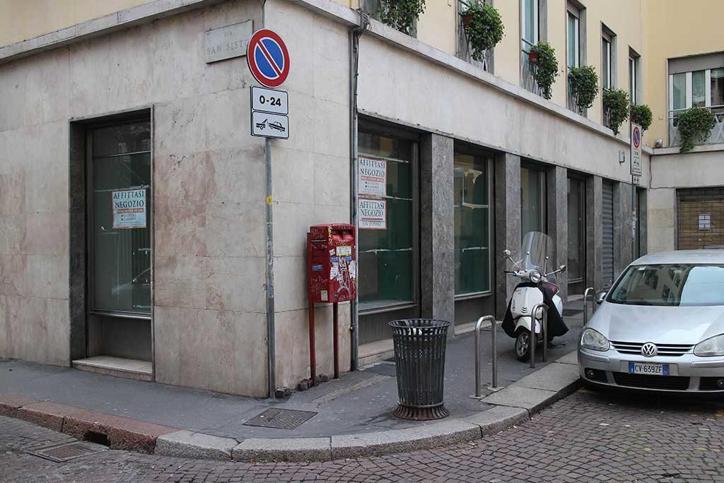 facciata negozio esterno milano