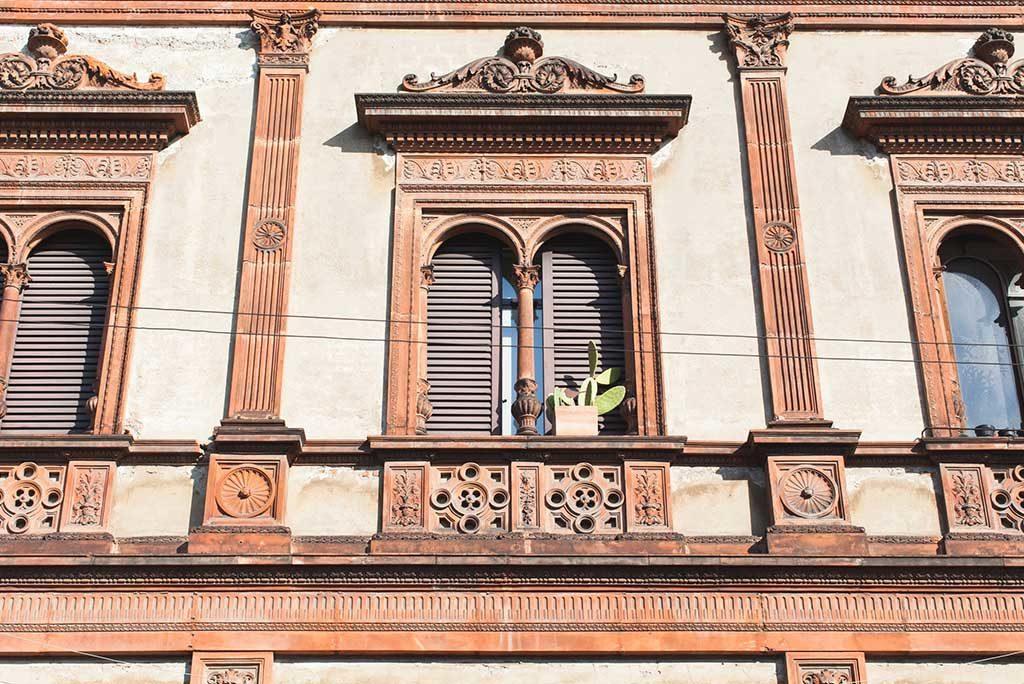 facciata palazzo milano finestra