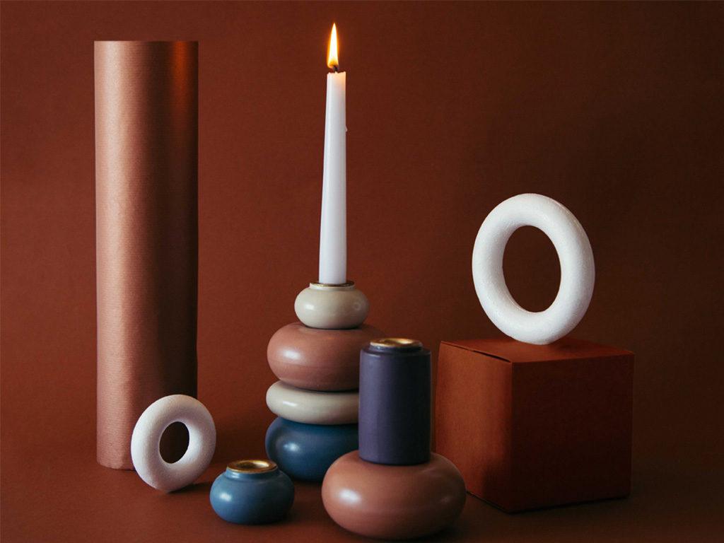 candela accesa candelabro geometrico