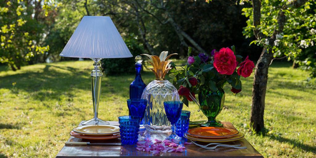 tavolino apparecchiato giardino