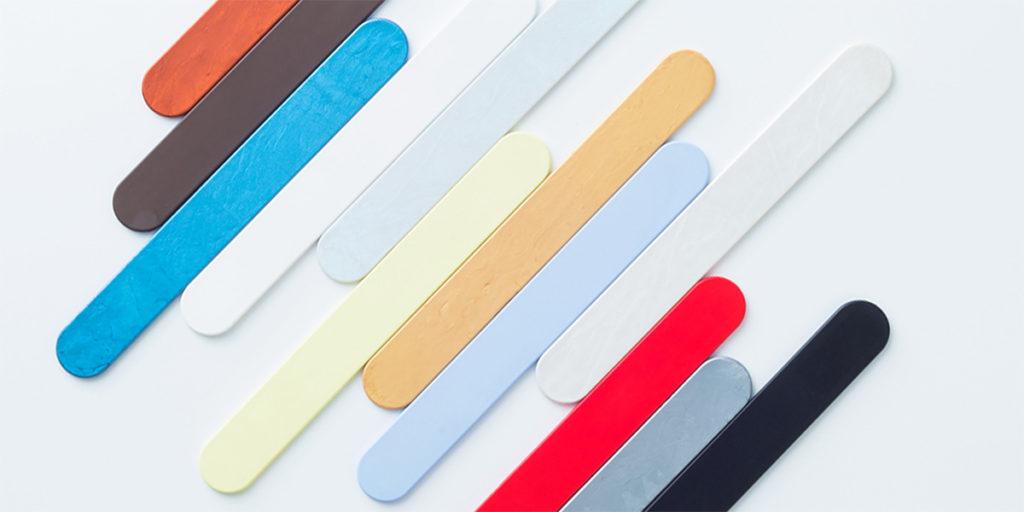 strisce materiale plastico colorato