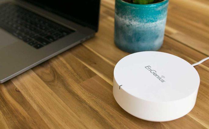 pc portatile tavolo router wifi