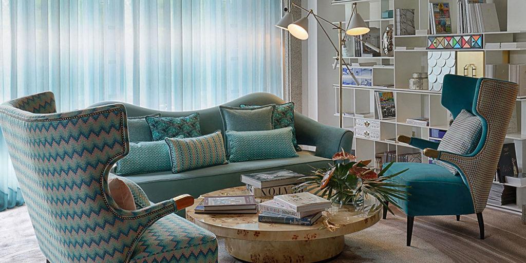armchair divano taolinetto lampada terra