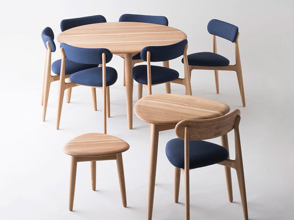tavolino e sedie in legno