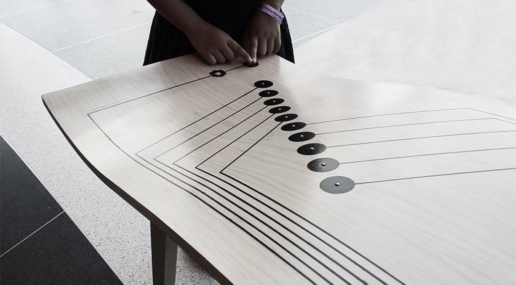 tavolo legno piano curvo