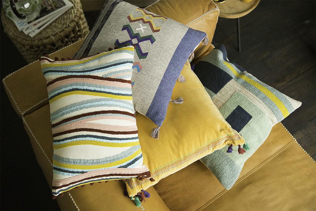 cuscini tessuto colorato