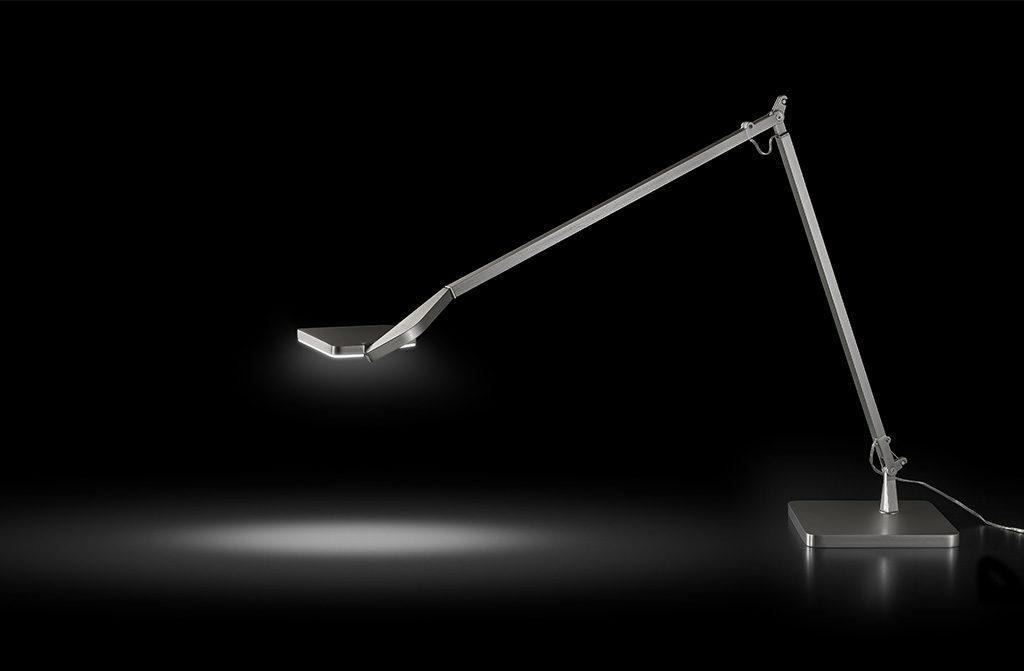 lampada da tavolo in titanio