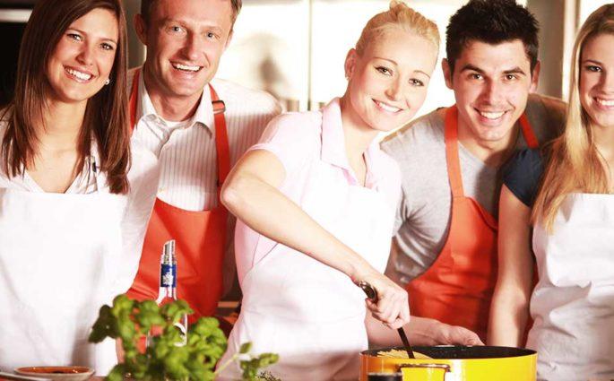 aiuto cucina amici cena