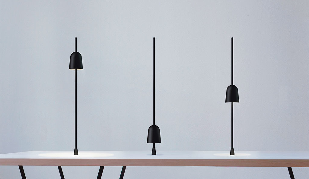 lampada da tavolo scorrevole asse