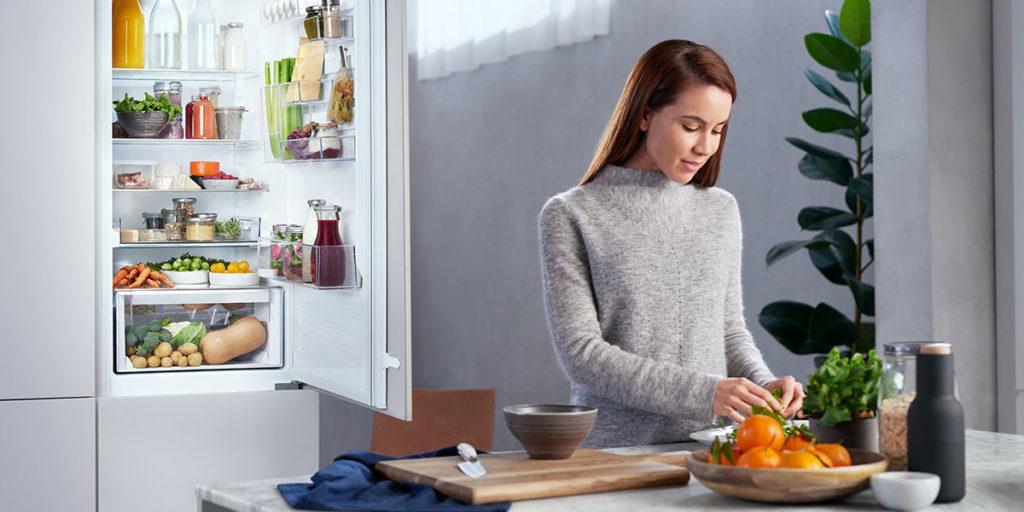 frigocongelatore cucina donna verdure