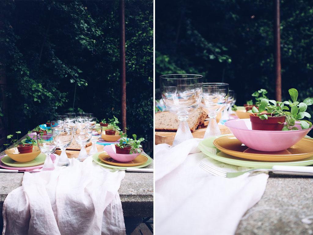 idea tavola estiva sotto alberi