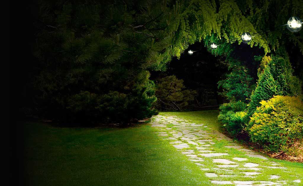 luci sospese percorso giardino