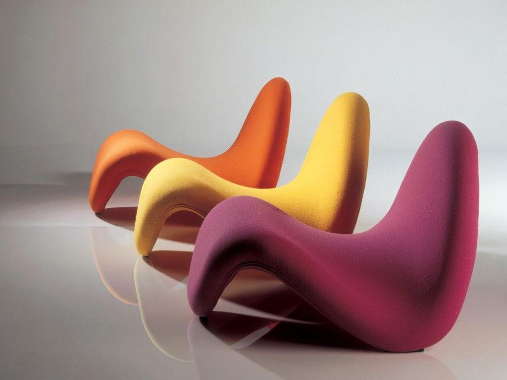 tre poltrone tongue colorate