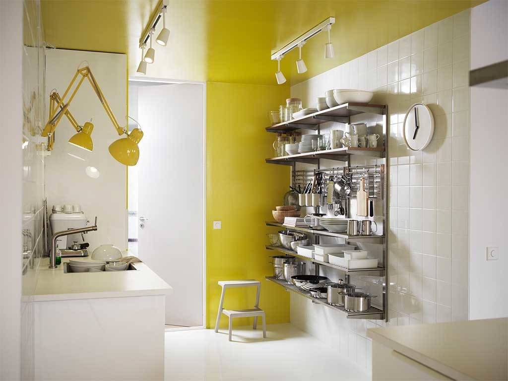 lampade parete gialle scaffale sospeso