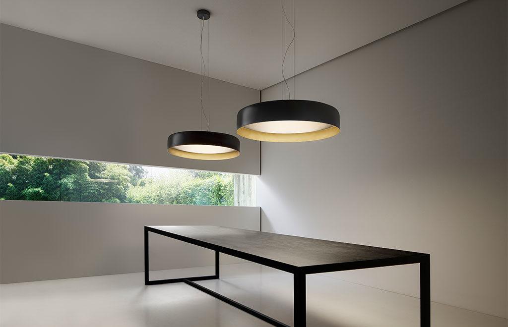 lampade sospese tavolo nero