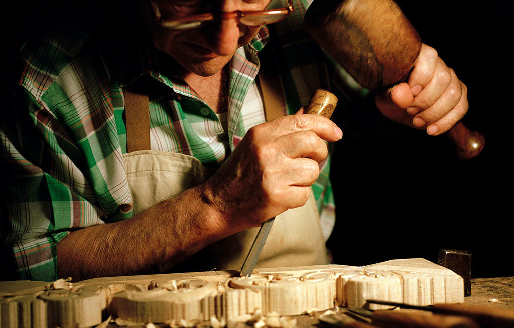 intarsio a mano legno