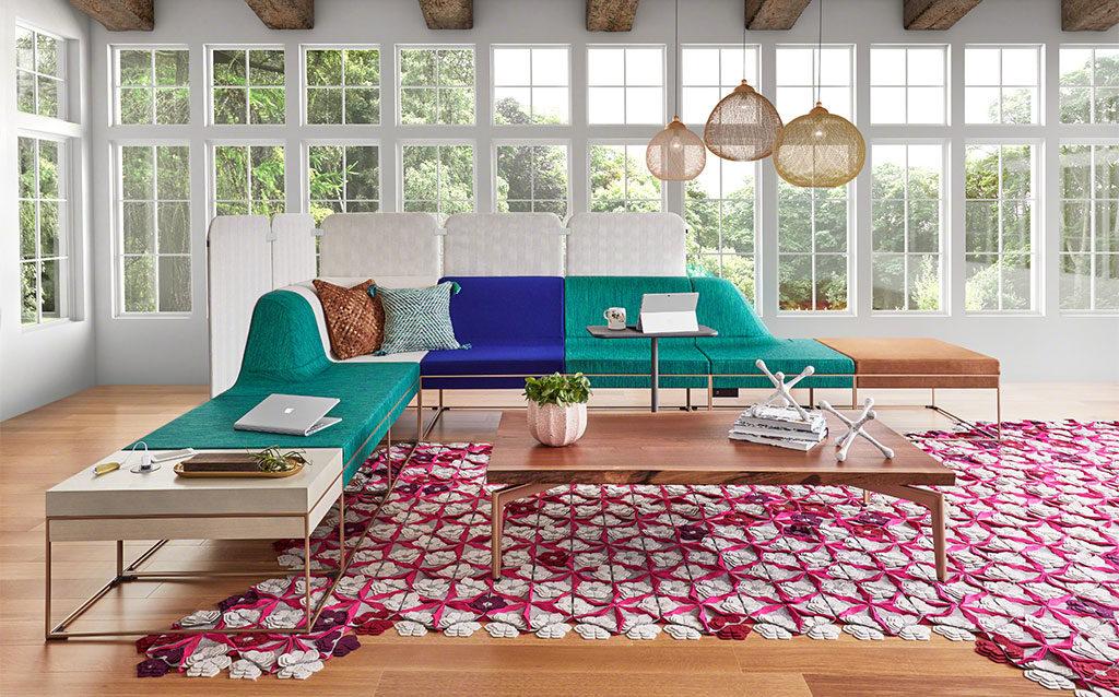 divano e tappeto coworking