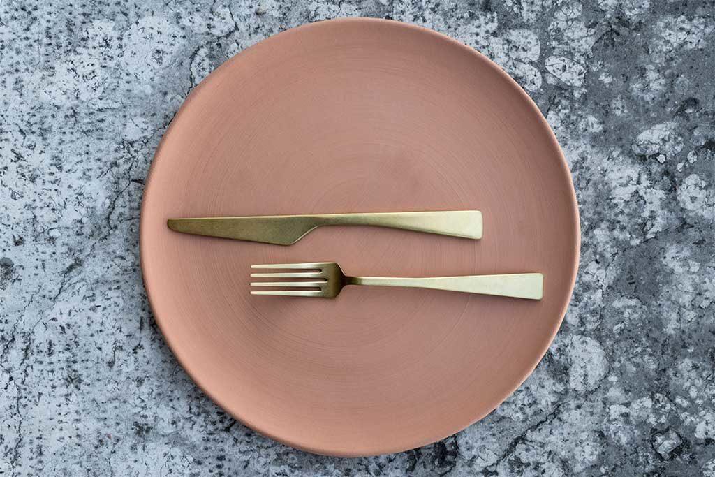 piatto ceramica posate oro