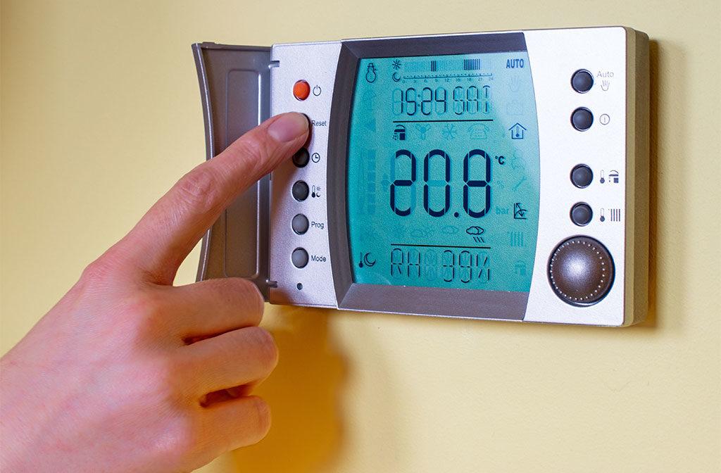 termostato ambiente parete casa
