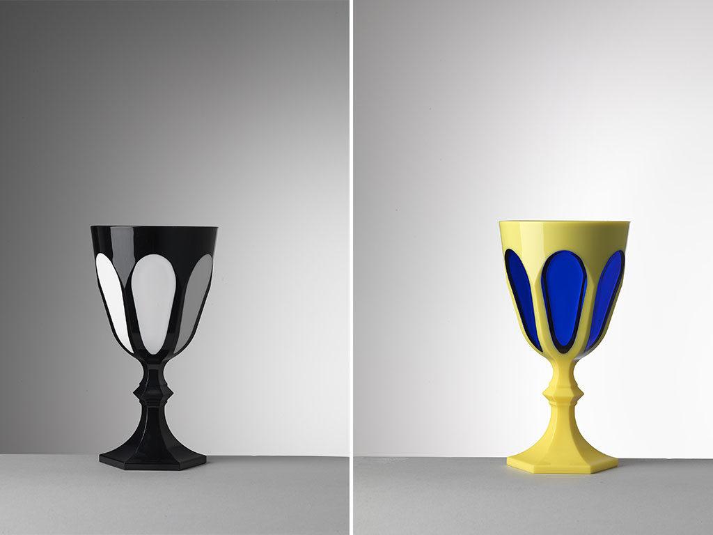 bicchieri bianco nero giallo blu