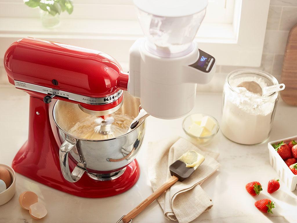 robot cucina rosso bilancia setaccio farina