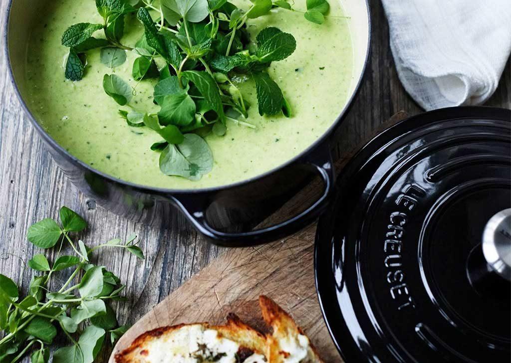 cocotte aperta zuppa dentro