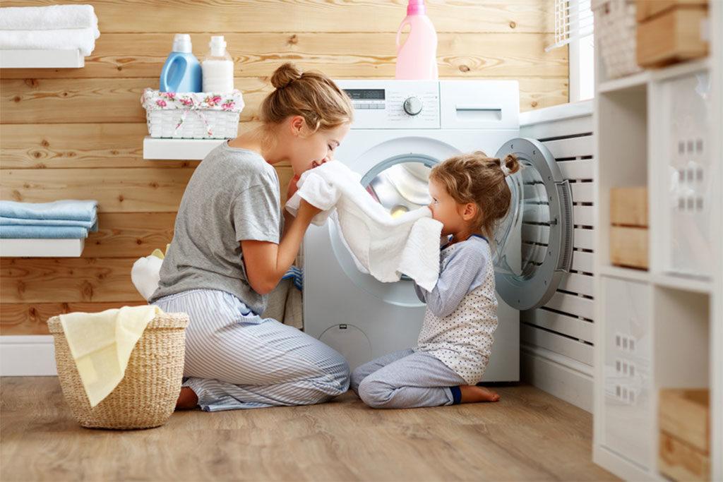 locale lavanderia lavatrice mamma bimbo