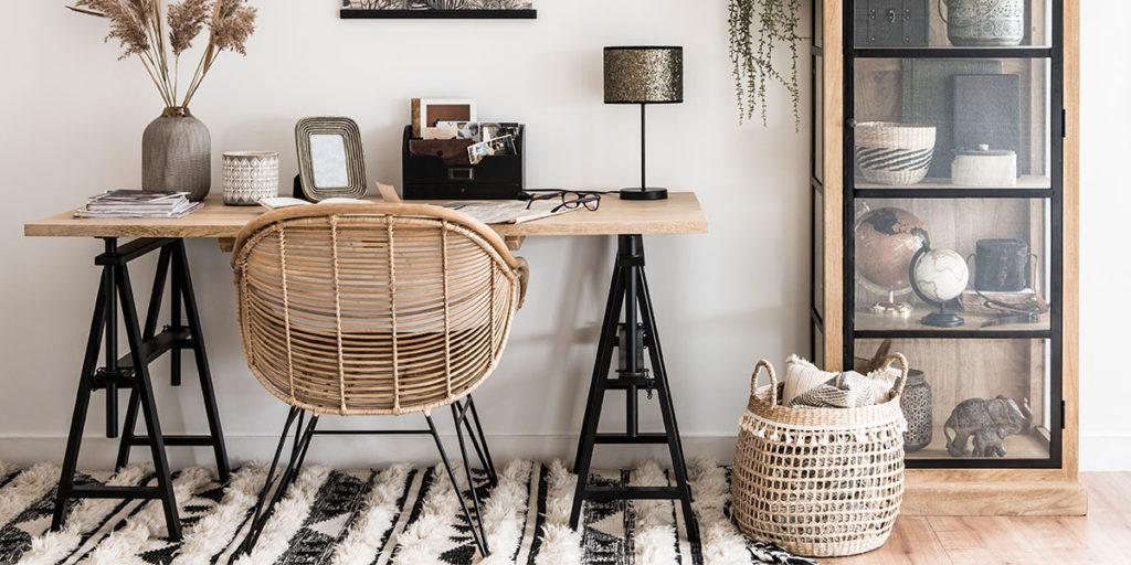 scrivania cavalletti sedia vimini