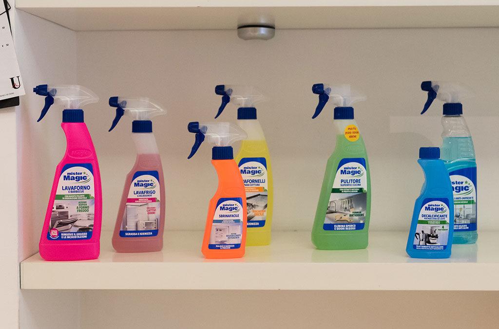 prodotti pulizia casa spruzzatori