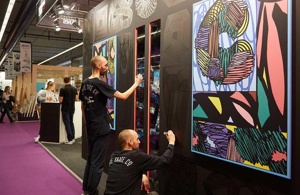 street artist in fiera disegnano