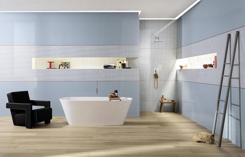 bagno pavimento e rivastimento ceramica colore e legno