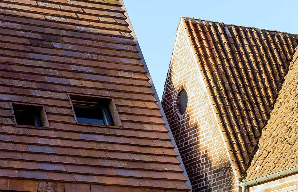 tetto tegole facciata laterizi chiesa