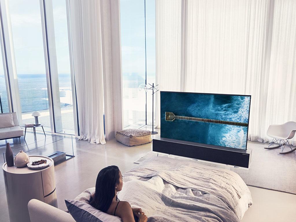 tv oled arrotolabile camera letto