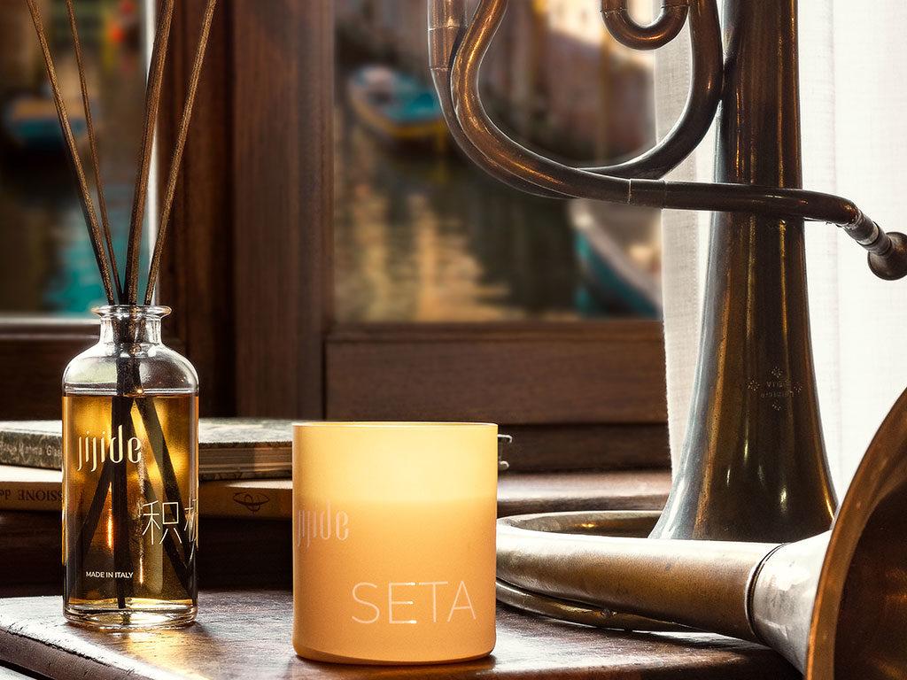 profumatore e candela fragranza seta