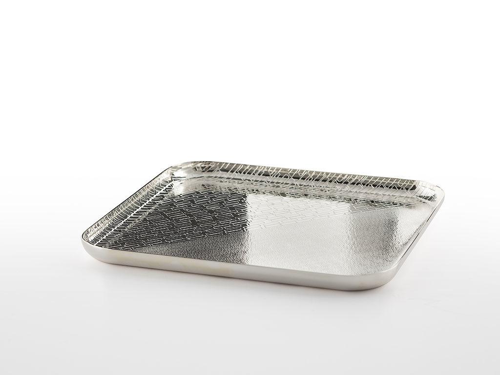 piatto in argento lavorato a mano