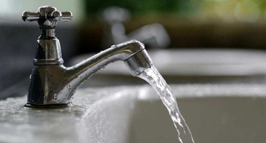 rubinetto acqua aperto