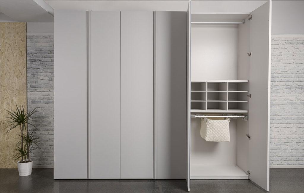armadio anta aperta bianco