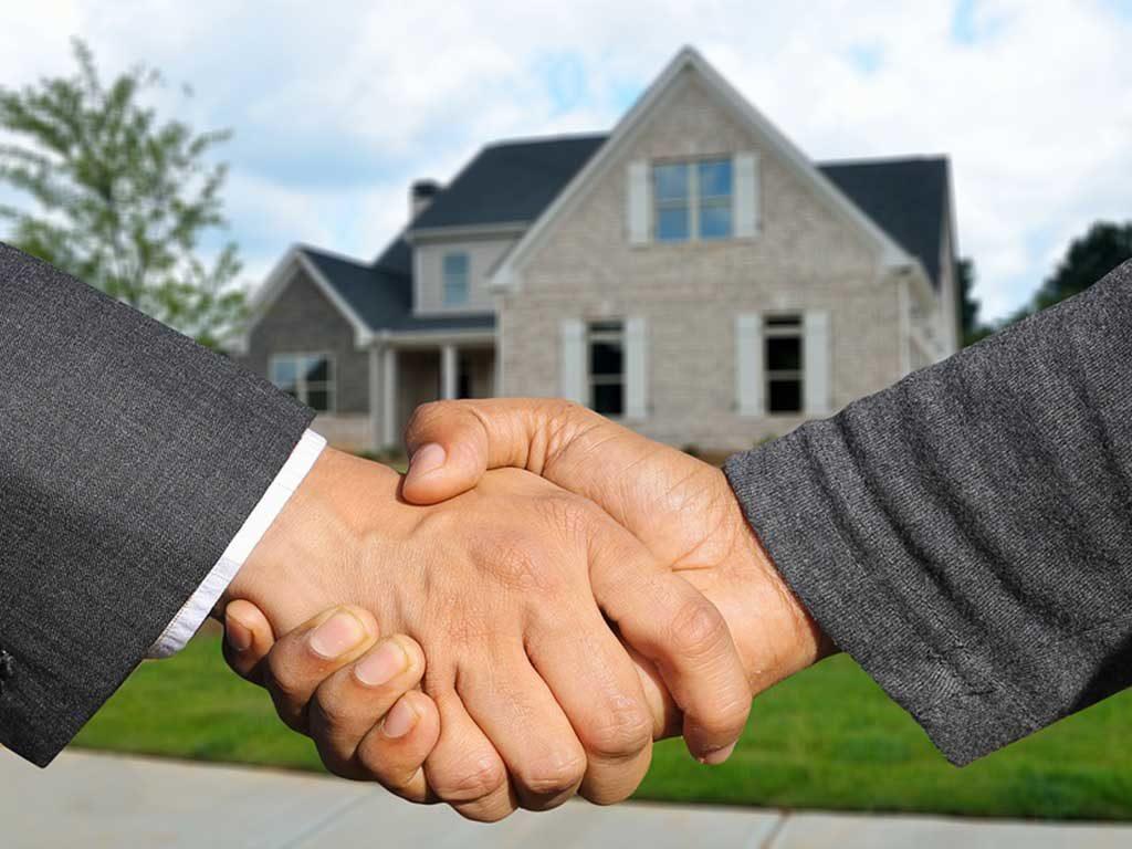 mani stringono acquisto casa