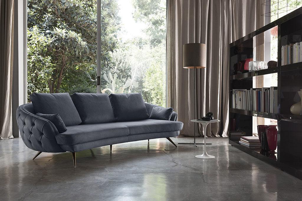 divano avvolgente tessuto