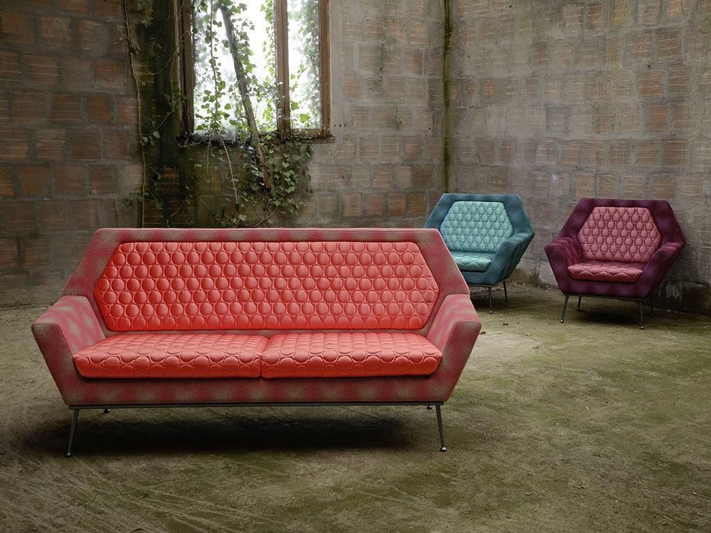divano e poltrone vintage rosso