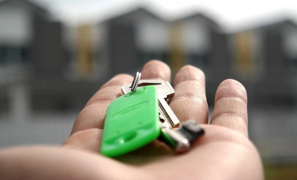 mano chiavi casa